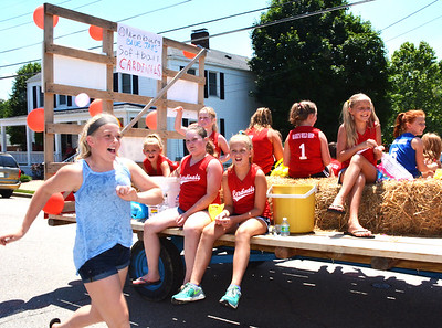 Diane Raver | The Herald-Tribune The Blue Jays and Cardinals softball teams enjoyed their time on the route.
