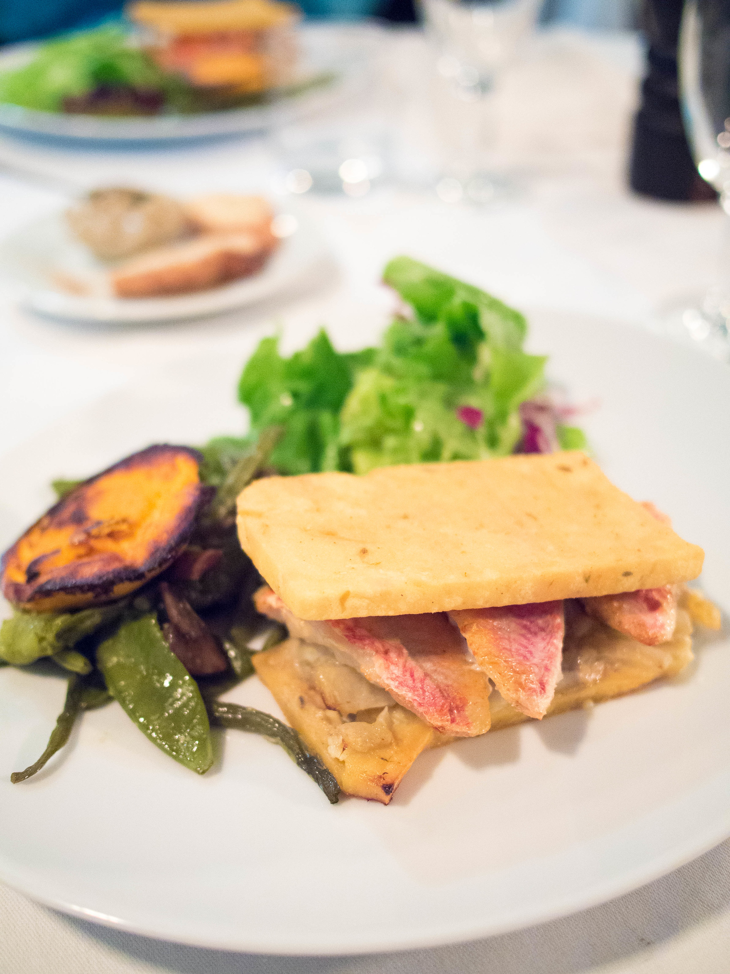 Panisse, a chickpea flatbread. Discover what to eat in Marseille with culinary influences from Italy, Spain and North Africa.