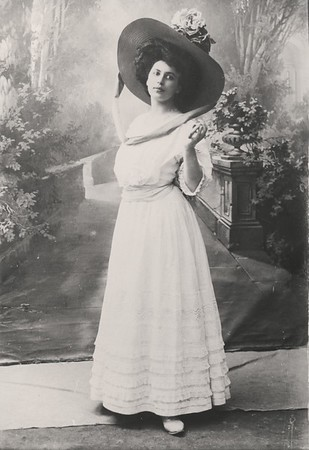 Marta Feuchtwanger as a young woman in Munich, ca. 1905-1915