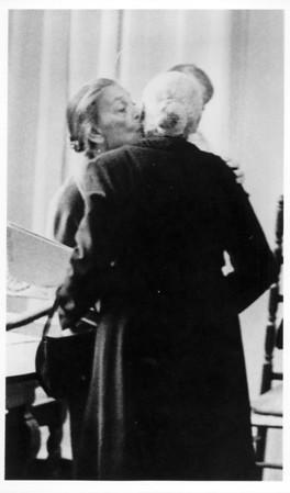Marta Feuchtwanger and Helene Weizel-Brecht embracing, 1971