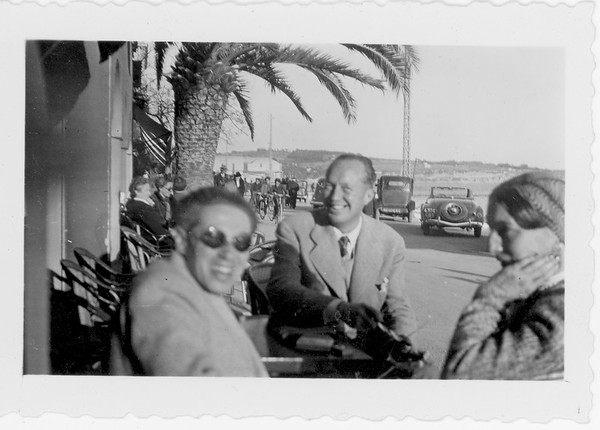 Feuchtwanger, Marta and friend in town in Sanary, [s.d.]