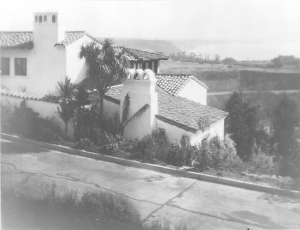 Villa Aurora with street