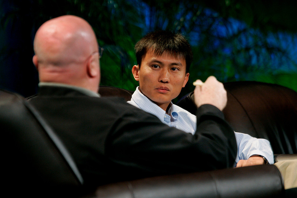 """""""Reinventing (Lithium) Batteries"""": Host Jim Peoples (L), Associate, Booz Allen Hamilton; and Yi Cui, Assistant Professor, Department of Materials Science and Engineering, Stanford University"""