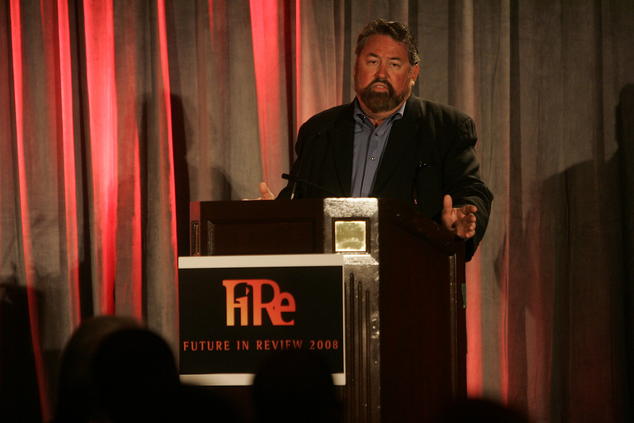 FiRe chair and SNS CEO Mark Anderson introduces Opening Night Dinner speaker Vinod Khosla