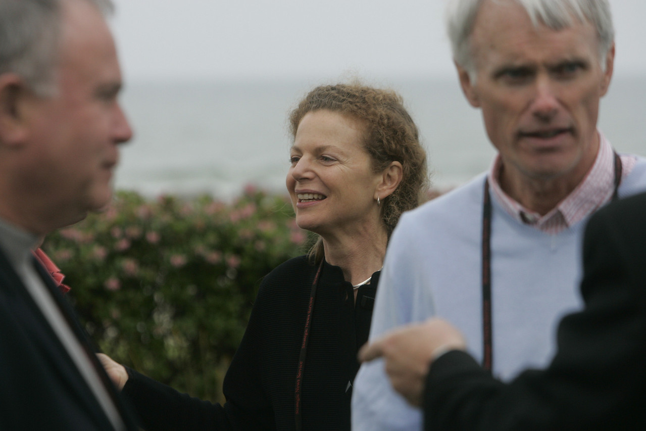 (Center-R) Cynthia Figge, Co-Founder, EKOS International; and Bruce Conway, Partner, Alex Conway Investments