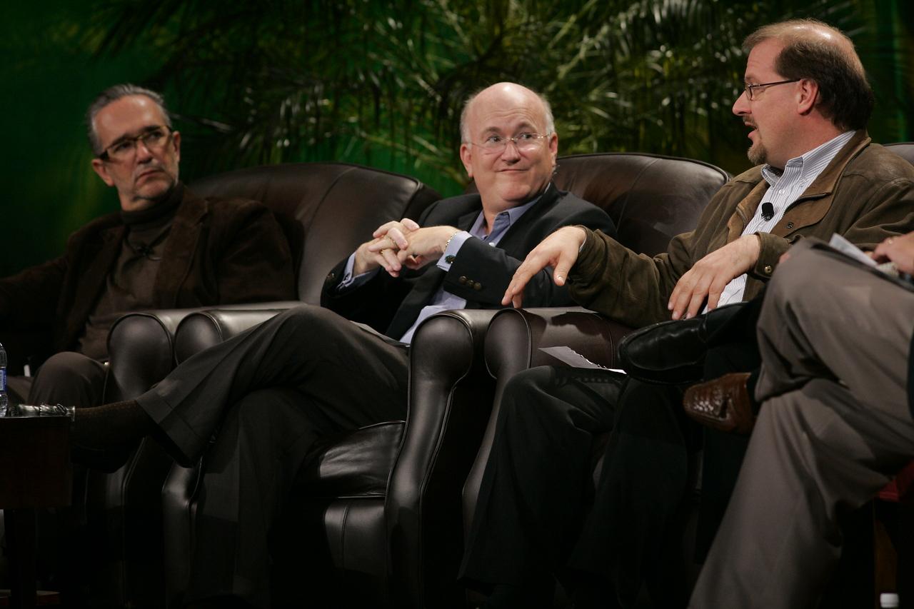 """Hotspots II"": (L-R) Ricardo Salinas, Grupo Salinas; Don Jones, QUALCOMM; and Simon Hackett, Internode"