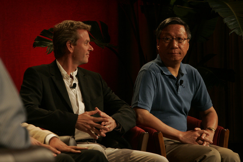 """""""Hotspots I"""": Thor Einarsson (L), founder and CEO, Afriversity; and Curtis Wong, Principal Researcher and Group Manager, Next Media Research, Microsoft"""