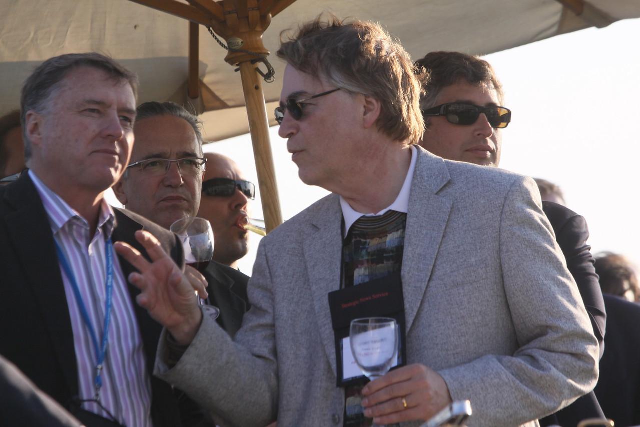 "(L-R) Chris Hancock, CEO, AARNet Party Ltd; Ricardo Salinas, Chair, Grupo Salinas; and Larry Smarr, Director, Calit2 (the ""FiRe Lab""), UCSD"
