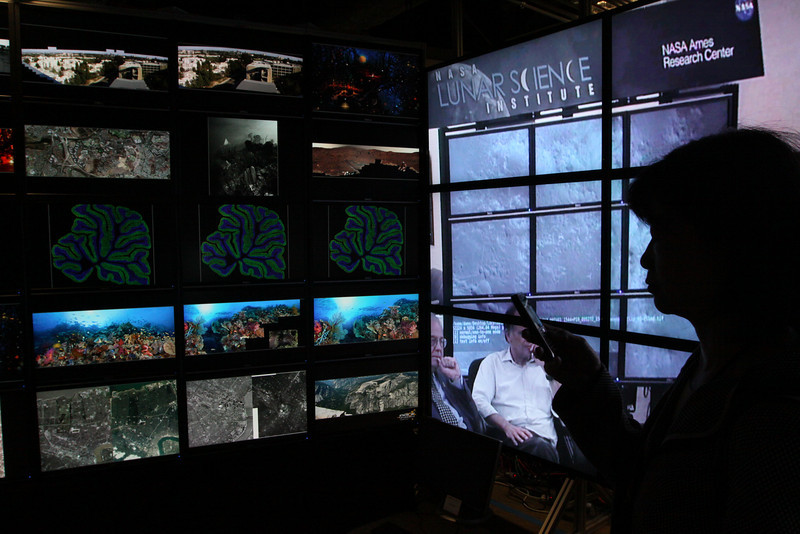 """FiRe tour of the Next-Generation Visualization and Networking Facilities (""""FiRe Lab""""), UCSD"""