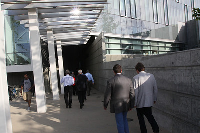 "FiRe-goers arrive at the Next-Generation Visualization and Networking Facilities (the ""FiRe Lab""), UCSD"