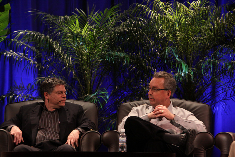 """""""Infrastructure 2.0: The Coming Network Revolution"""": Richard Kagan (L), VP Marketing, Infoblox; and Mark Thiele, Director, Business Operations for R&D, VMware"""