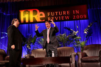 Keynote speaker Mark Hurd (R), Chair and CEO of Hewlett-Packard, with host Mark Anderson, FiRe Chair and SNS CEO