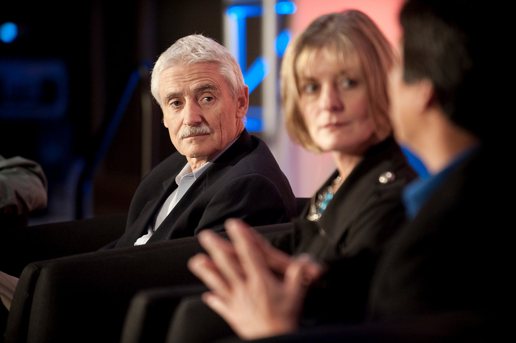 """""""A Revolution in Diagnostics"""": (L-R): Lee Hartwell, Nobel Laureate and President and Director, Fred Hutchinson Cancer Research Center; Nancy Stagliano, CytomX Therapeutics; and Yulun Wang, Chair and CEO, InTouch Health"""