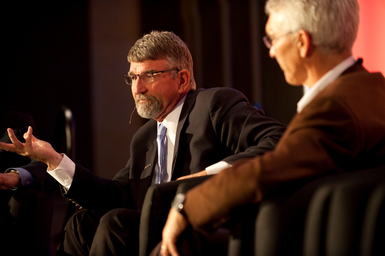 """""""Revolutionizing Education in Washington"""": Randy Dorn (L), Washington State Superintendent of Public Instruction; and David Engle, Director of U.S. Operations, SNS Project Inkwell, and Superintendent of Schools, North Platte Public Schools"""
