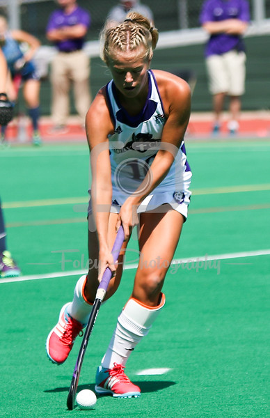 Holy Cross midfielder Lauren Sutherland (10)