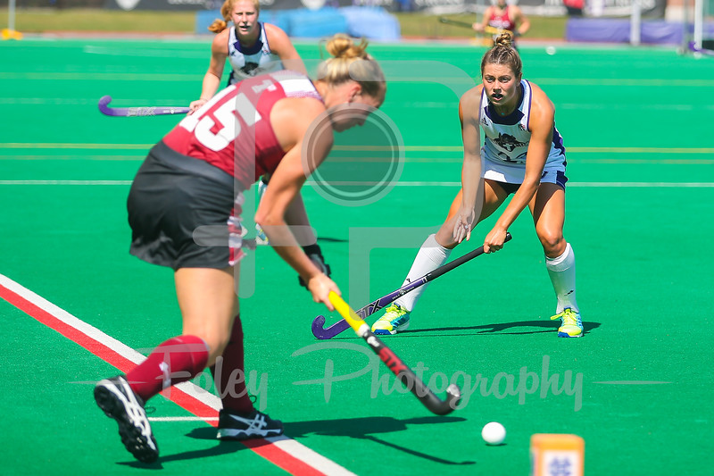 Temple fullback Nellie Doyle (15) Holy Cross midfielder Molly McGill (25)
