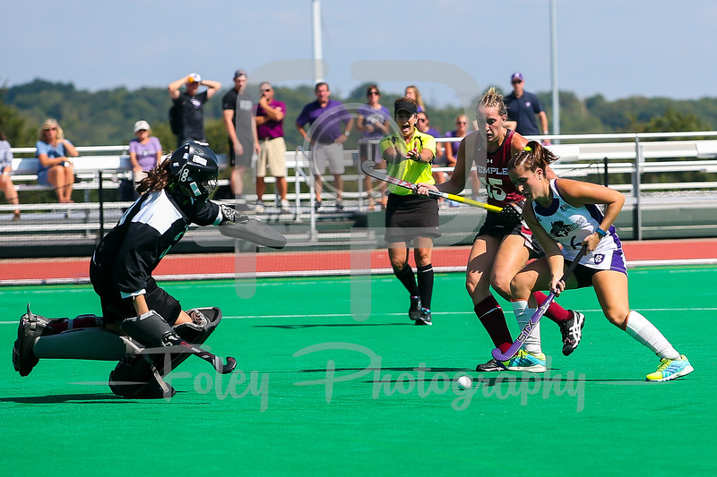 Holy Cross midfielder Emily Loprete (6) Temple goalkeeper Chloe Johnson (00)