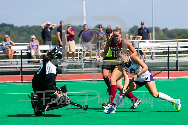 Holy Cross midfielder Emily Loprete (6) Temple goalkeeper Chloe Johnson (00)