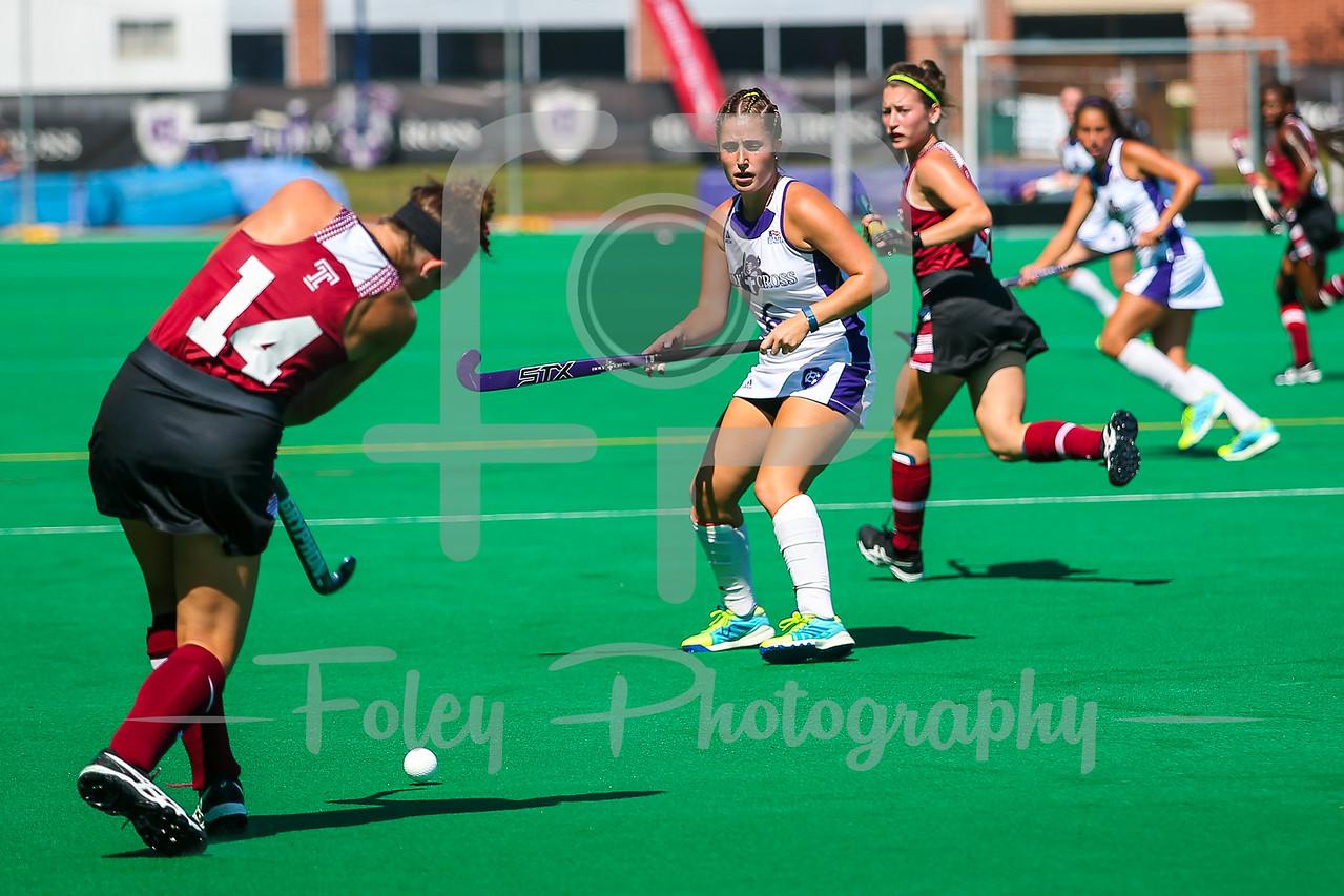 Temple forward Hattie Kuhns (14) Holy Cross midfielder Emily Loprete (6)