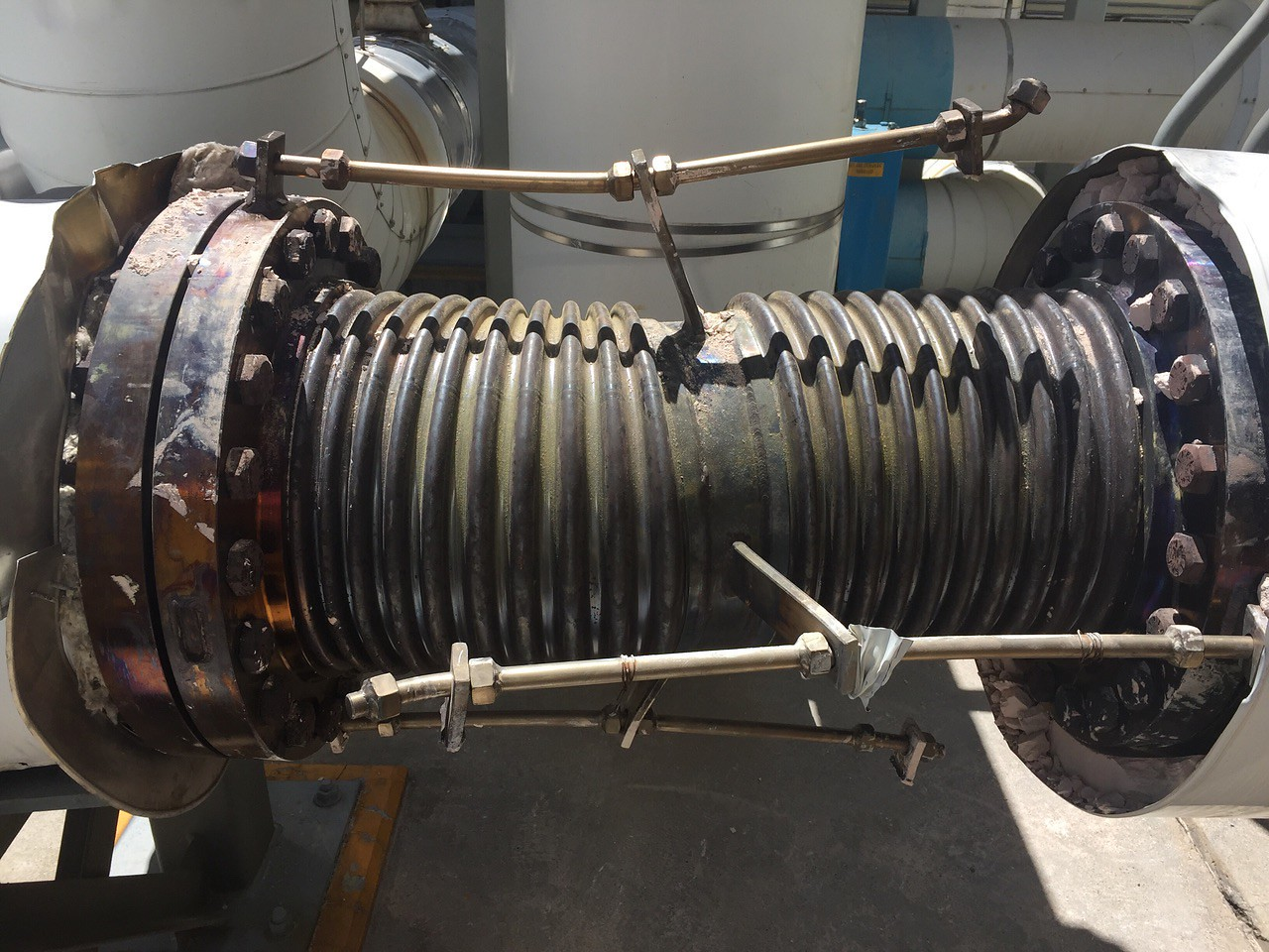 Universal Expansion Joint Failure (non-PT&P supports)