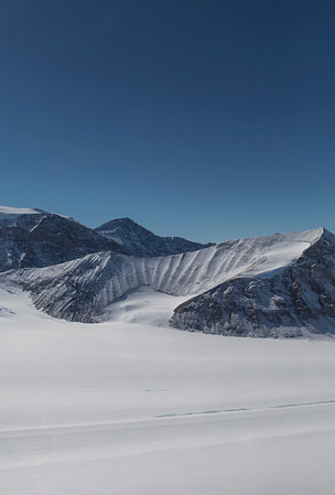An oddly-ridged bowl near Mount Fedallah, just-off Flask Glacier