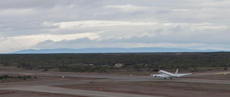 The NASA DC-8 right at take-off