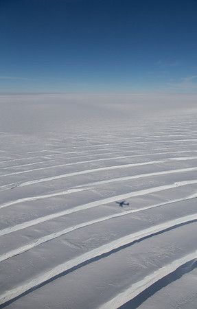 Large radial crevasses and the DC-8 shadow on Pine Island Glacier