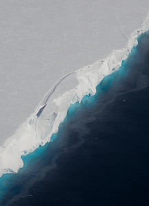 The front of Dotson Ice Shelf