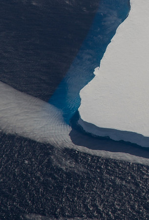 Waves generated from the edge of an iceberg