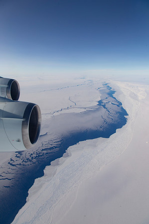 Crossing over from the Weddell sea ice onto the Filchner Ice Shelf