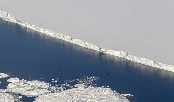 The northern edge of the A-68 iceberg