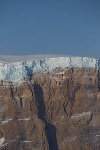 A large and thick snow cover on the ridge just west of Petermann Glacier