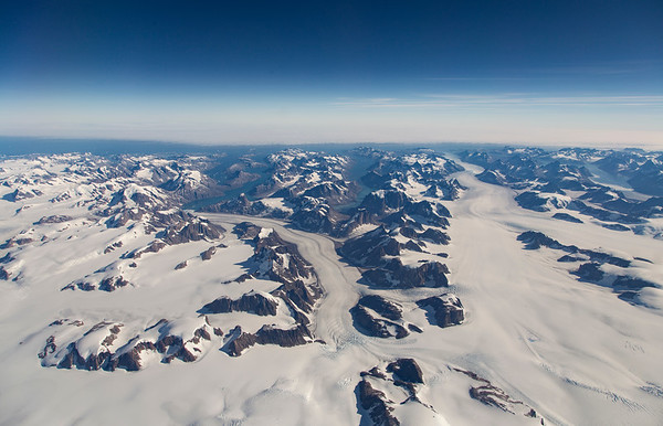 Thrym glacier (left) with a nice medial moraine in it and Skinfaxe Glacer on the right