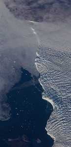 Close-up of the calving from of Avangnardleq Glacier