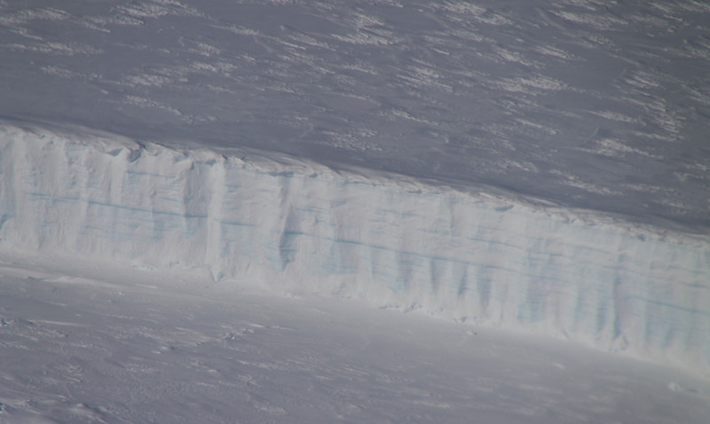 The edge of the thick calving front of Thwaites Glacier