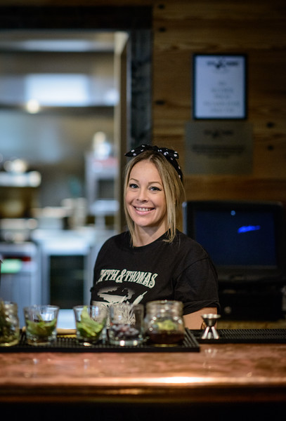 Amanda, Bartender