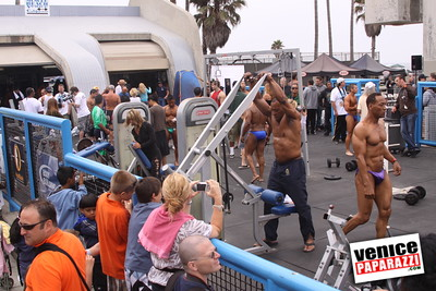 07 04 09  Fourth of July Mr  & Mrs  Muscle Beach Bodybuilding and Figure   www musclebeachvenice com (1)