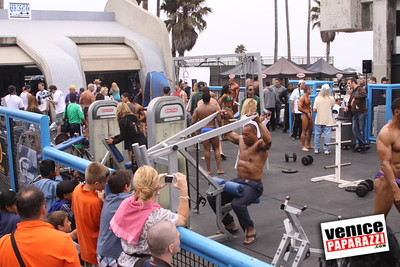 07 04 09  Fourth of July Mr  & Mrs  Muscle Beach Bodybuilding and Figure   www musclebeachvenice com (2)