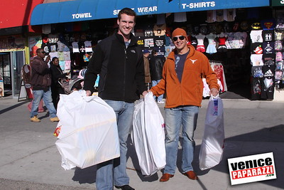 12 14 08 Muscle Beach Toy Drive   Presented by Bodybuilding com, Joe Wheatley Productions and City of L A   Hot chocolate sponsored by Fruit Gallery   Photo by Venice Paparazzi (263)