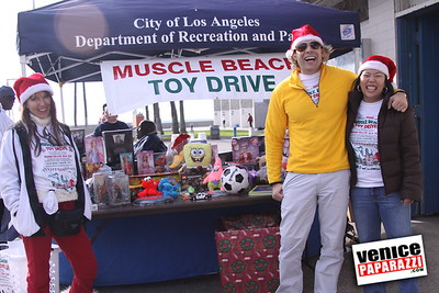 12 14 08 Muscle Beach Toy Drive   Presented by Bodybuilding com, Joe Wheatley Productions and City of L A   Hot chocolate sponsored by Fruit Gallery   Photo by Venice Paparazzi (11)