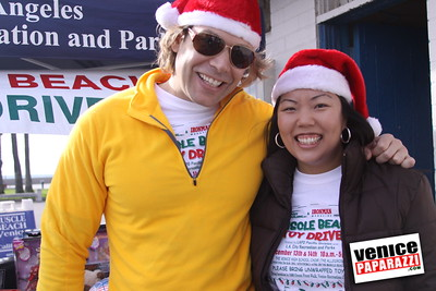 12 14 08 Muscle Beach Toy Drive   Presented by Bodybuilding com, Joe Wheatley Productions and City of L A   Hot chocolate sponsored by Fruit Gallery   Photo by Venice Paparazzi (12)
