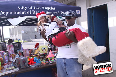 12 14 08 Muscle Beach Toy Drive   Presented by Bodybuilding com, Joe Wheatley Productions and City of L A   Hot chocolate sponsored by Fruit Gallery   Photo by Venice Paparazzi (8)