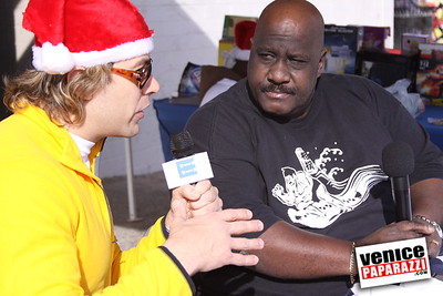 12 14 08 Muscle Beach Toy Drive   Presented by Bodybuilding com, Joe Wheatley Productions and City of L A   Hot chocolate sponsored by Fruit Gallery   Photo by Venice Paparazzi (255)