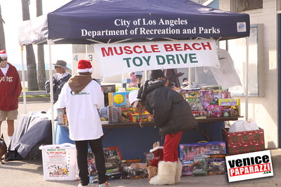 12 14 08 Muscle Beach Toy Drive   Presented by Bodybuilding com, Joe Wheatley Productions and City of L A   Hot chocolate sponsored by Fruit Gallery   Photo by Venice Paparazzi (34)