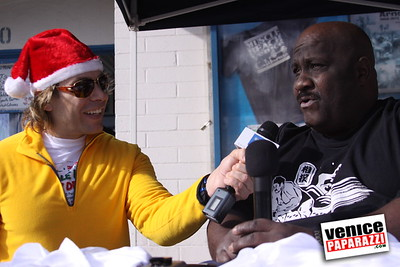 12 14 08 Muscle Beach Toy Drive   Presented by Bodybuilding com, Joe Wheatley Productions and City of L A   Hot chocolate sponsored by Fruit Gallery   Photo by Venice Paparazzi (257)