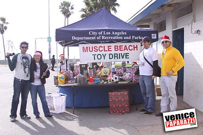 12 14 08 Muscle Beach Toy Drive   Presented by Bodybuilding com, Joe Wheatley Productions and City of L A   Hot chocolate sponsored by Fruit Gallery   Photo by Venice Paparazzi (259)