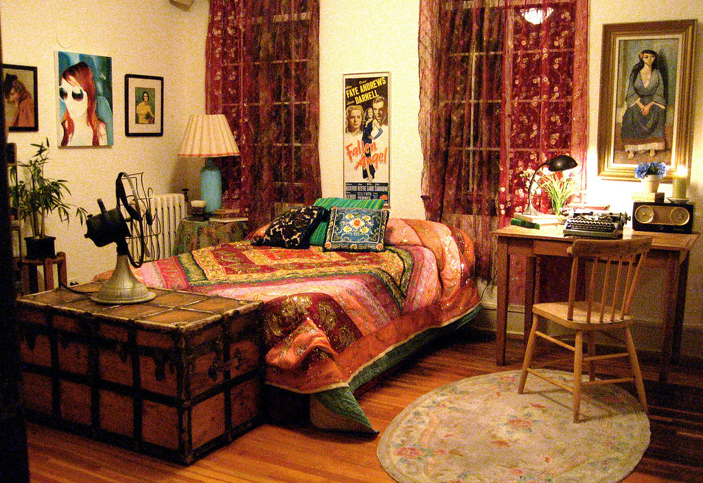 – EM – Feature film<br><br>San Francisco artist's apartment, bedroom.<br>* Full dress on location