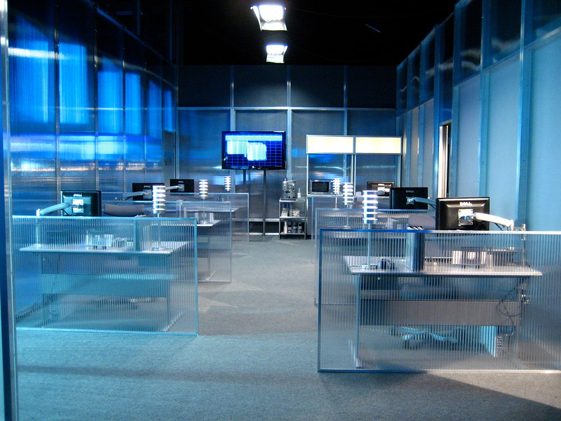 – ROBOSAPIEN – Feature film<br><br>Robotics center, office cubicles.<br>* Built on stage