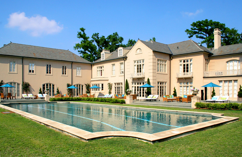 – POOL BOYS – Feature film<br><br>Beverly Hills Mansion, pool area.<br>* Full location dress