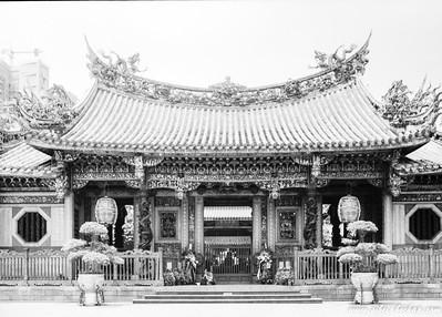 Acros 100 - Longshan Temple in Taipei